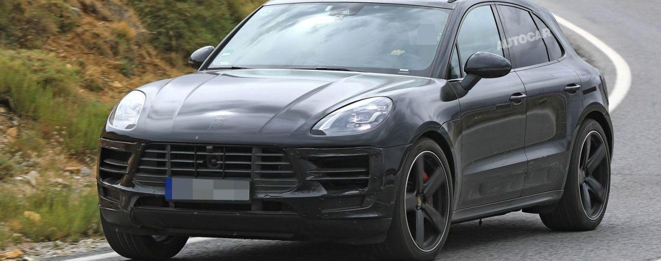 Porsche вывел на тесты обновленный Macan