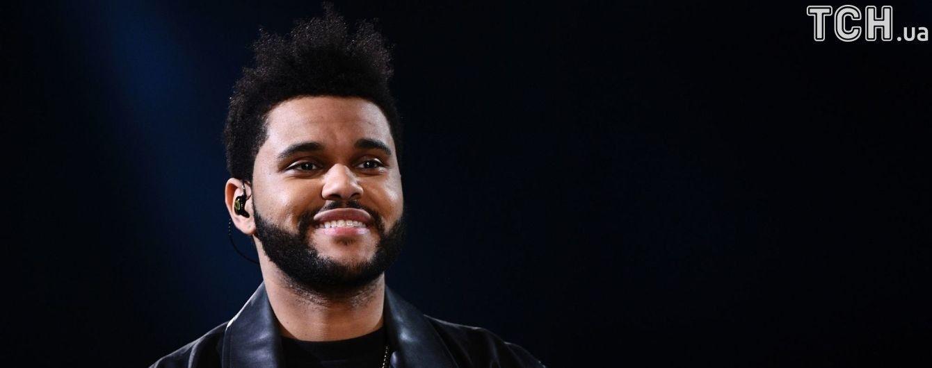 Бойфренд Селени Гомес The Weeknd позував в обіймах Ірини Шейк та Адріани Ліми