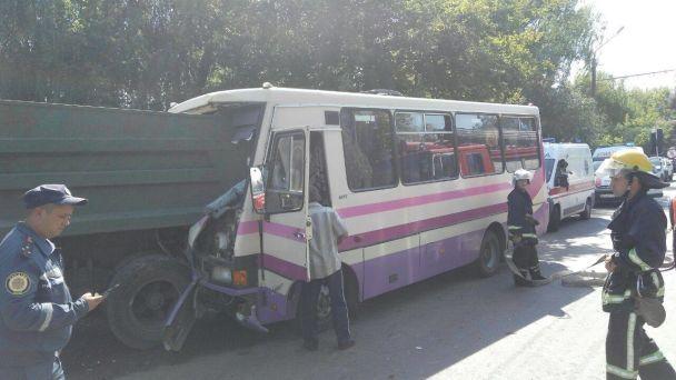 Влуцькій маршрутці постраждали вагітна жінка і дитина: подробиці аварії