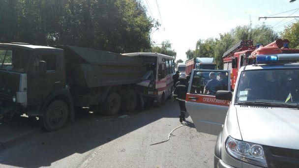 УЛуцьку автобус із пасажирами протаранив «Камаз»: багато постраждалих