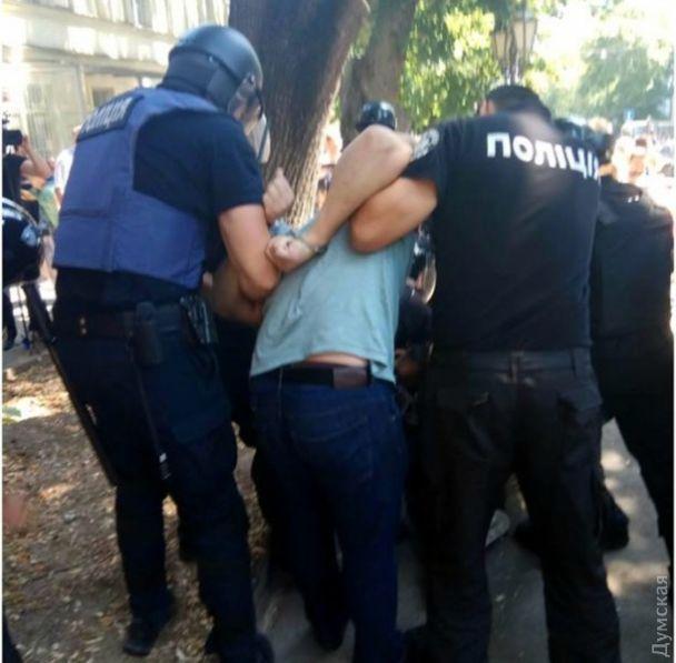 В Одессе под облпрокуратурой произошла драка из-за больницы скорой помощи, есть задержанные