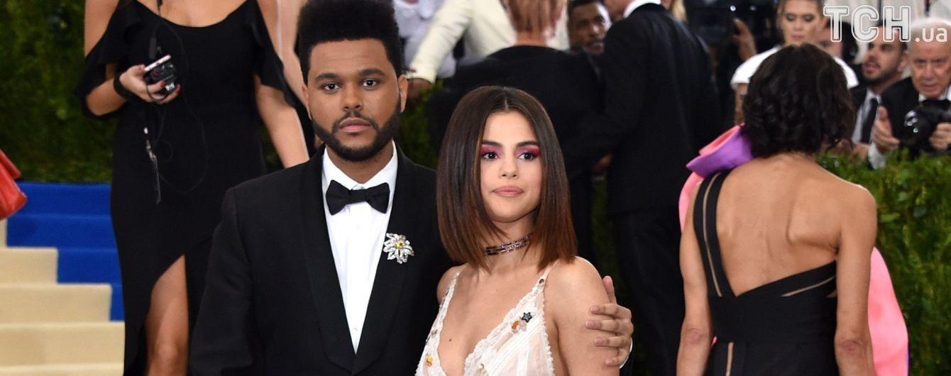 Гомес в бассейне рассказала о длительном лечении и отношениях с рэпером The Weeknd