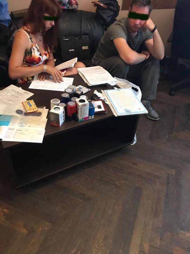 Фиктивные кредиты и махинации с карточками на бензин: на Львовщине обнаружили конвертационный центр