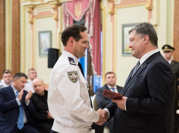 Порошенко нагородив 30 поліцейських