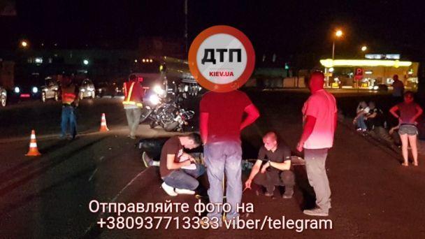 Смертельное ДТП в Киеве: водителя байка протащило вместе с мотоциклом около 30 метров