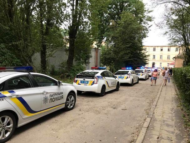 Жуткие крики и окровавленные люди: появилось видео штурма психбольницы во Львове