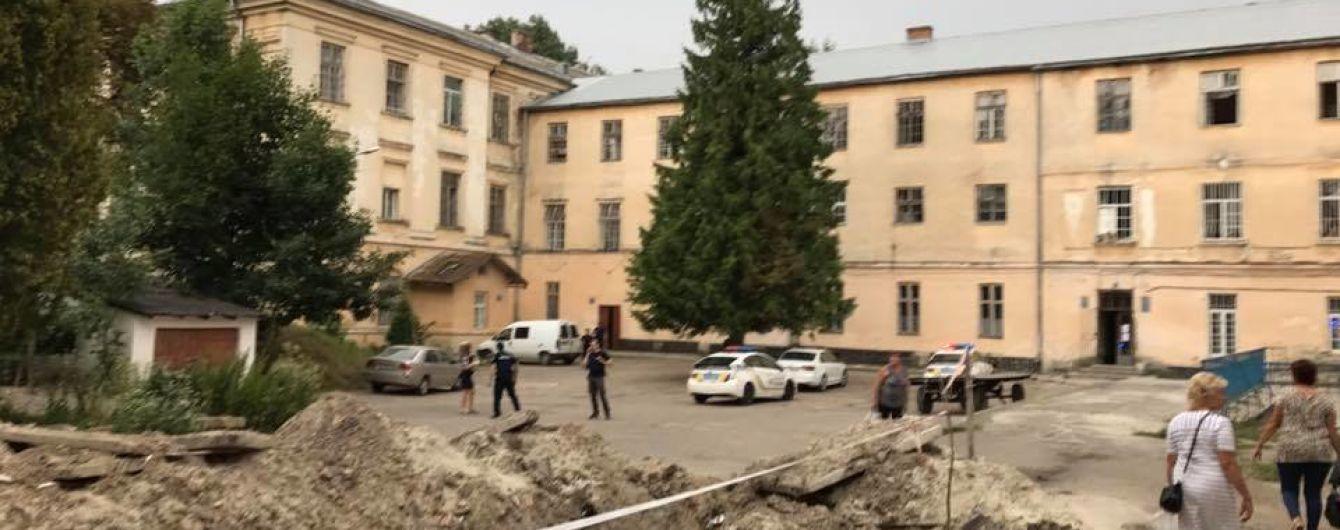 Керівництво психлікарні у Львові не з'явилося на роботі після різанини в закладі