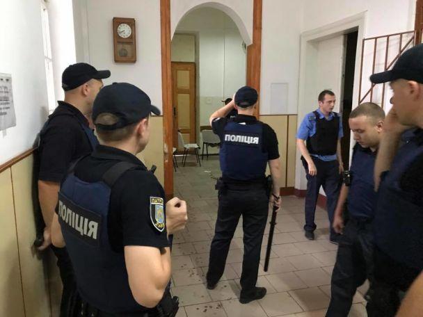 Моторошні крики і закривавлені люди: з'явилося відео штурму психлікарні у Львові