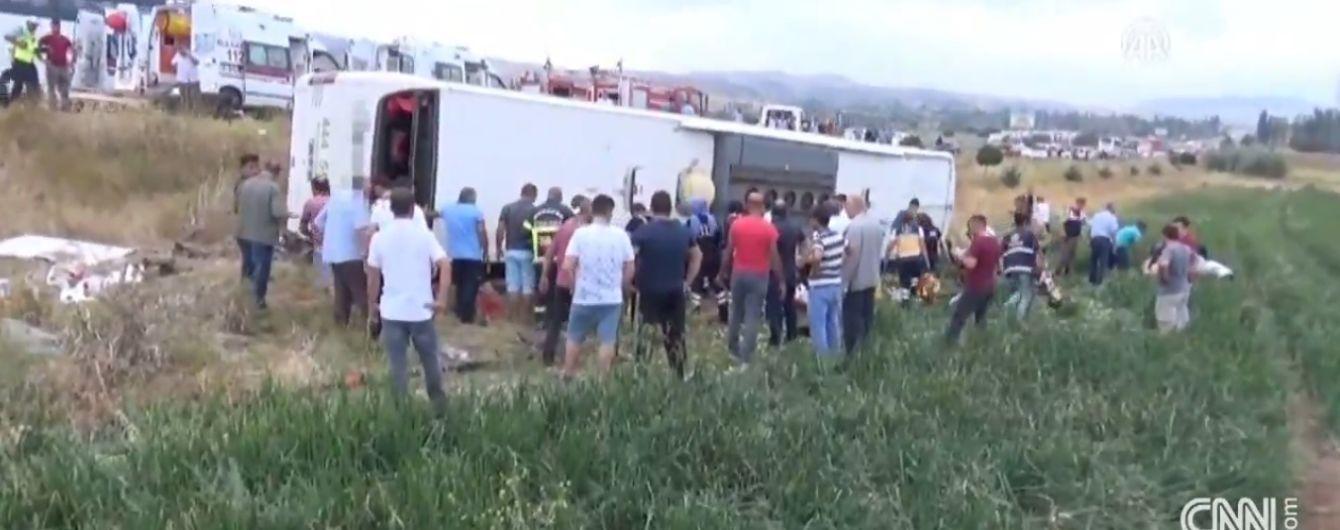 В Турции в автобусной аварии погибли пять человек