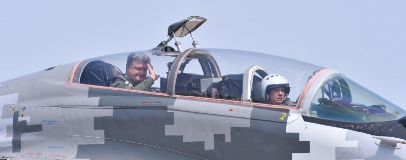 Військова авіація отримає 40 одиниць озброєння і техніки – Порошенко