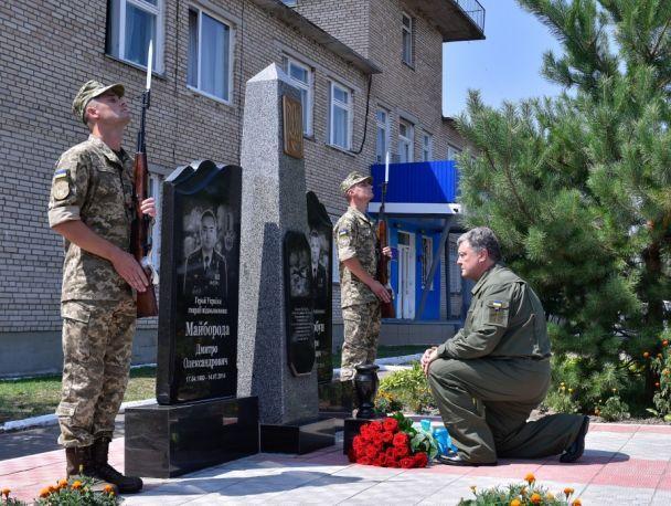 Порошенко на боевом истребителе прилетел на аэродром в Винницкой области