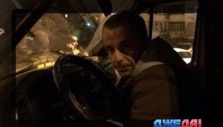 Курьезное ДТП произошло в столице: поломанная машина заблокировала движение трамваев