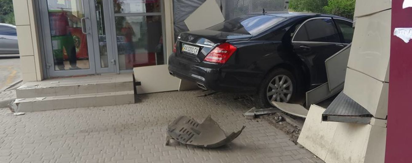Подробности ДТП в Харькове: свидетели говорят, что последствия трагедии на остановке могли быть страшнее