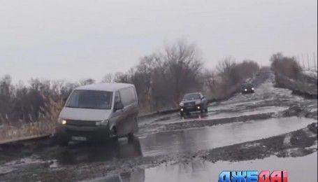 На трассе Киев-Сумы заблокировал движение грузовик, который застрял в грязи