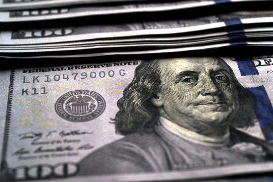 Долар здорожчає, а євро здешевшає у курсах валют від НБУ на 22 вересня
