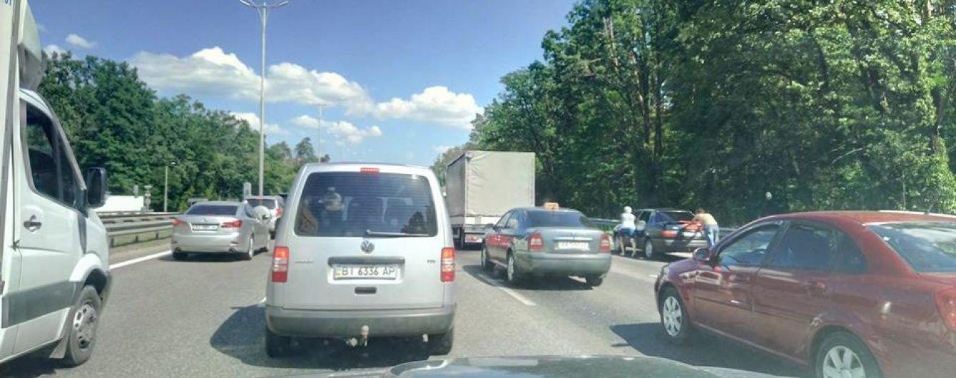 В безумную жару международные велогонки парализовали движение транспорта на трассе возле Одессы