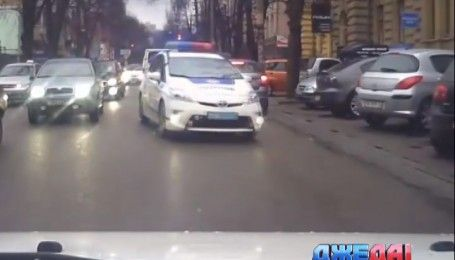 """В Чернигове пьяный водитель устроил """"голливудские"""" гонки с полицией"""