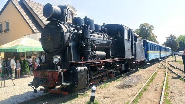 На Закарпатті вузькоколійкою запустили унікальний туристичний ретро-паровоз