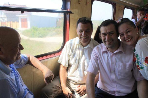На Закарпатье по узкоколейке запустили уникальный туристический ретро-паровоз
