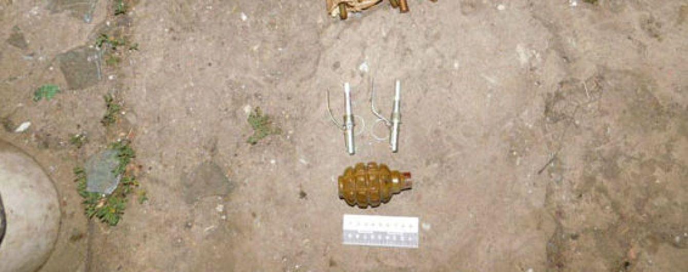 Схроны с гранатами и патронами: село Дачное возле фронта АТО обыщут после трагического взрыва