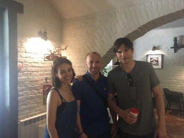 Міла Куніс та Ештон Кутчер відвідали Чернівці _5