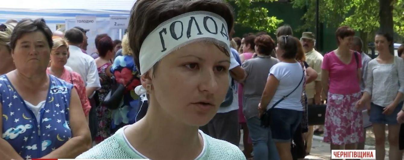 Лікарям на Чернігівщині три місяці не платять зарплати: мати двох дітей оголосила голодування