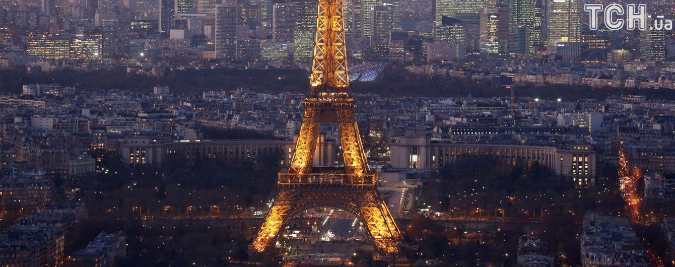 Парижский переполох. На Эйфелеву башню пытался пройти мужчина с ножом