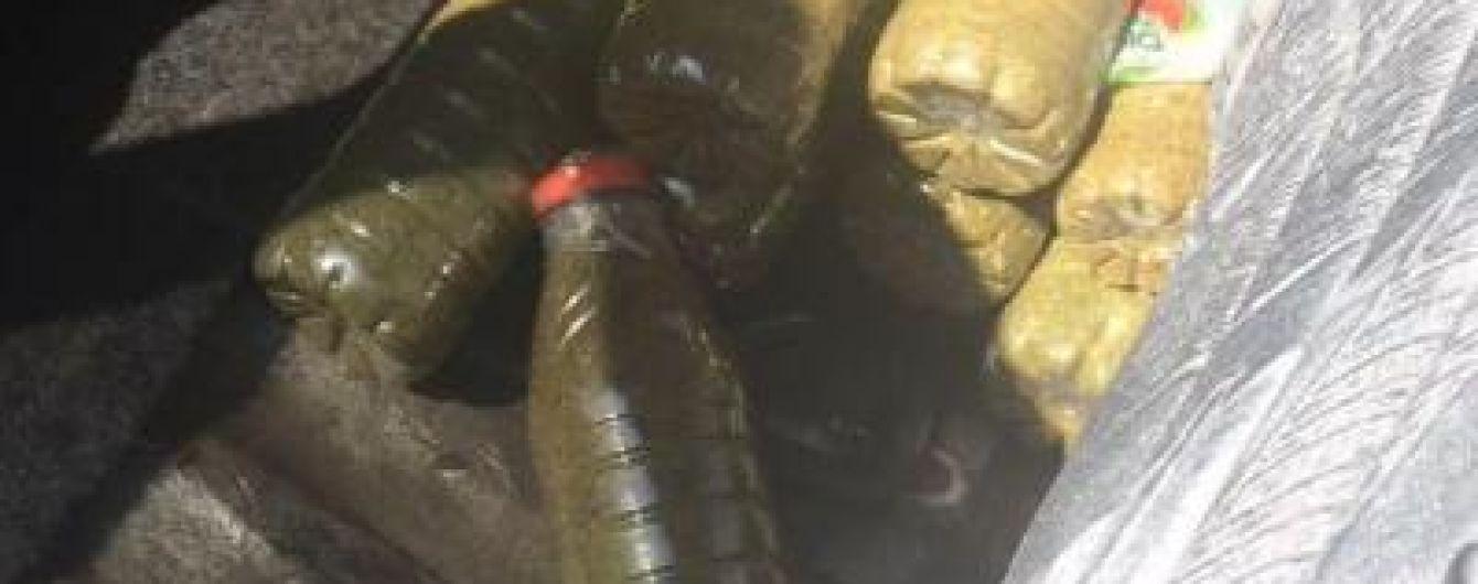 На Донеччині прикордонники виявили у паливному баку з бензином 4,5 кг наркотиків