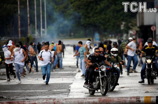 США не будуть споглядати, поки Венесуела скочується в диктатуру - Пенс