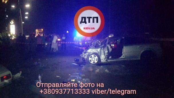 Кровавое ДТП под Киевом: шестеро погибших и покореженный металл