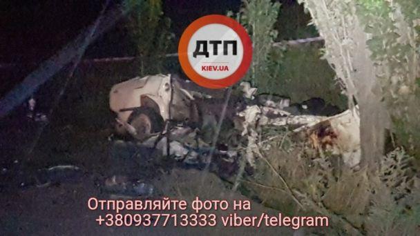 Кривава ДТП під Києвом: шестеро загиблих та понівечений метал