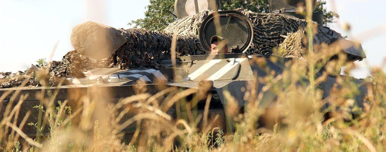 Боевики уменьшили интенсивность обстрелов, однако ранили двоих украинских бойцов. Хроника АТО