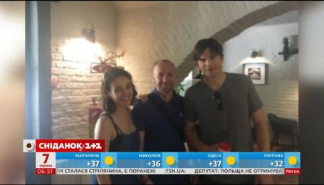 Мила Кунис с мужем Эштоном Кутчером приехала в родные Черновцы