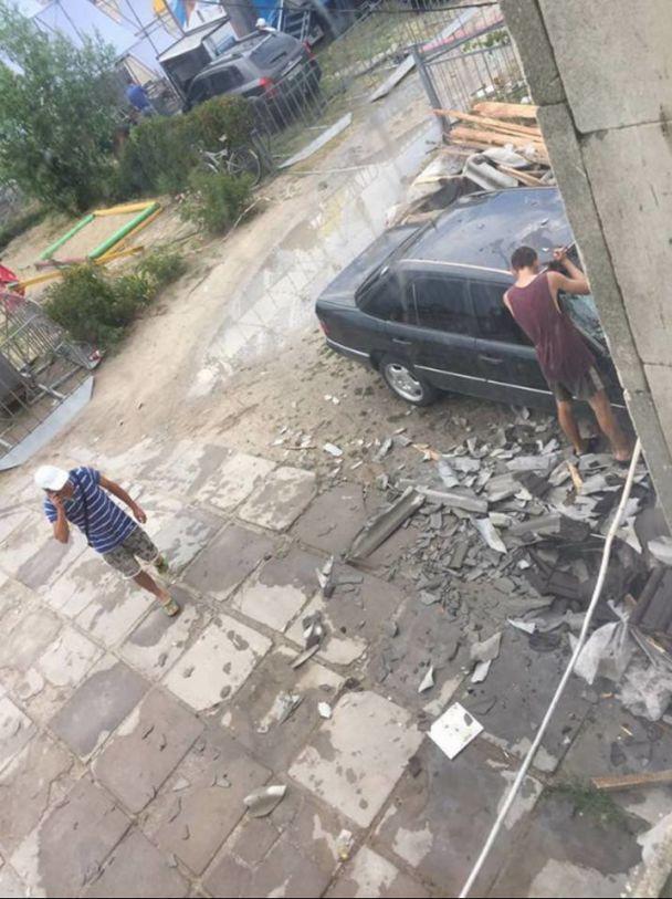 На Херсонщине сильный ветер перевернул грузовик, который раздавил на смерть мужчину