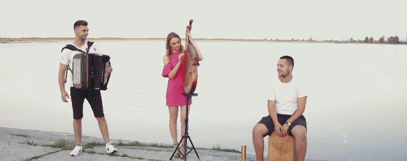 Украинская группа сыграла сверхпопулярный хит Despacito на народных инструментах