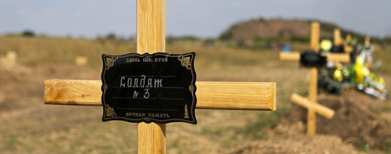 На Донбассе погибших наемников из РФ переодели в гражданскую одежду и бросили в лесополосе - разведка