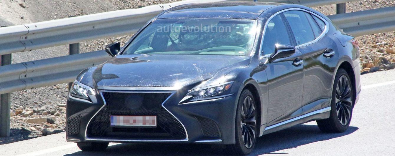 Lexus вывел на тесты 600-сильный седан LS