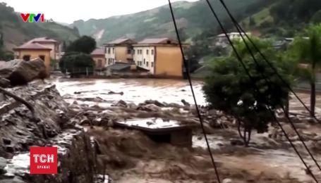 В'єтнам охопила найсильніша повінь, десятки загиблих