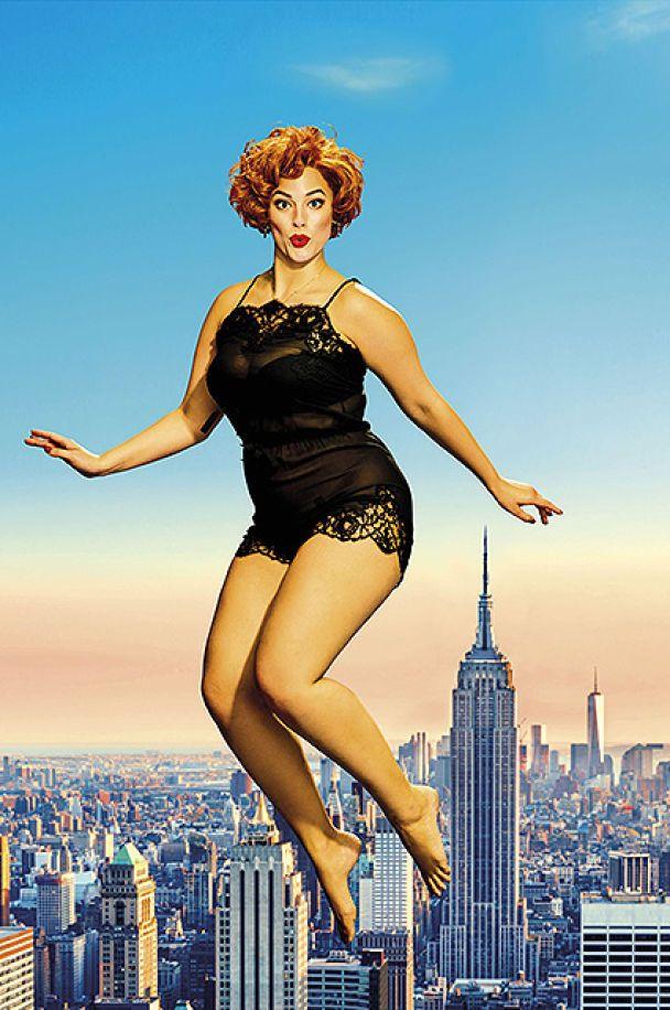 Модель plus-size Эшли Грэм в образе Монро и обнаженной бестии в кружеве показала фигуру