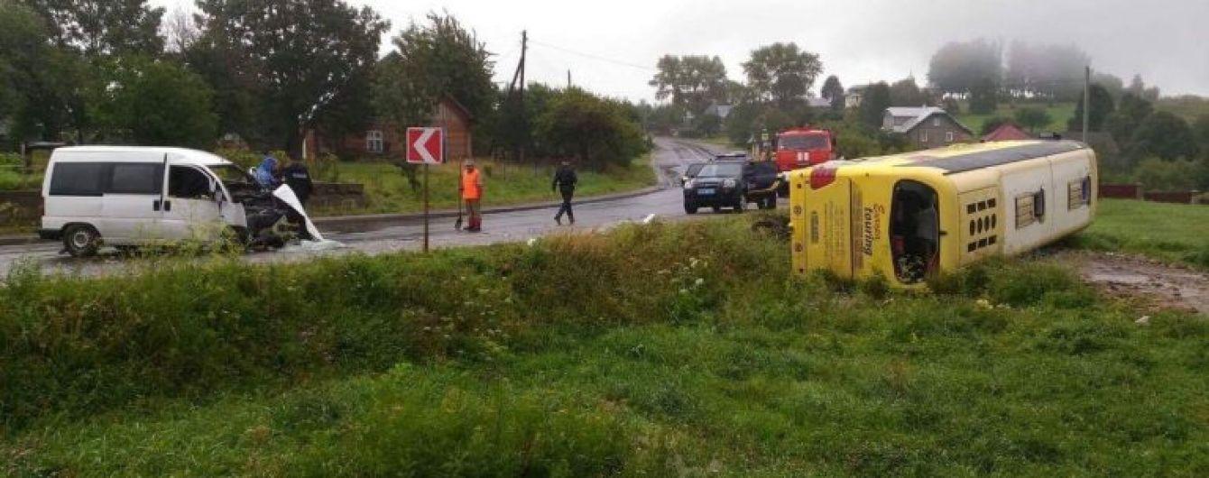 Без тормозов и руля: водитель пожаловался на неуправляемость 20-тонного автобуса в ДТП на Львовщине