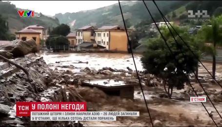 Потужний шторм на півночі В'єтнаму забрав життя 26 людей