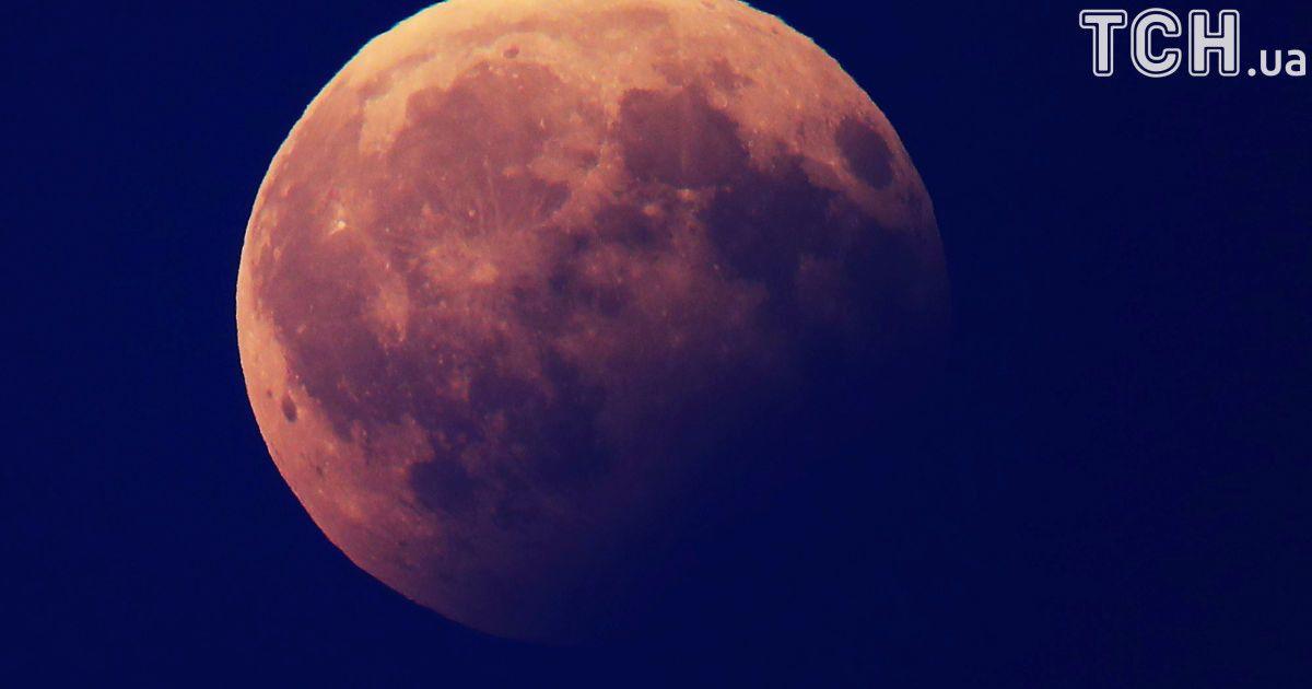 Місячне затемнення, яке спостерігали у Берліні, Німеччина. @ Reuters