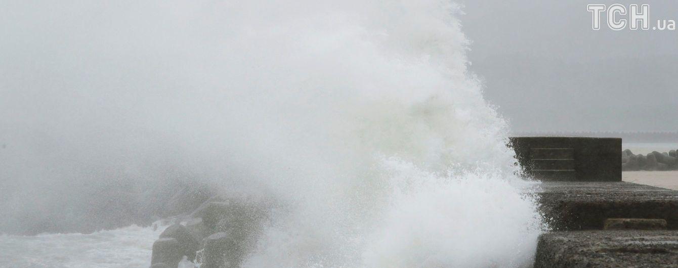 До російських Курил наблизився тайфун