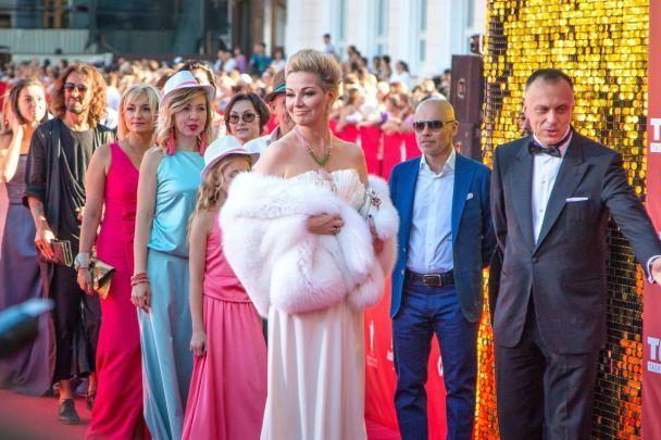 Красная дорожка и много улыбок: как в Одессе стартовал 8-й международный кинофестиваль