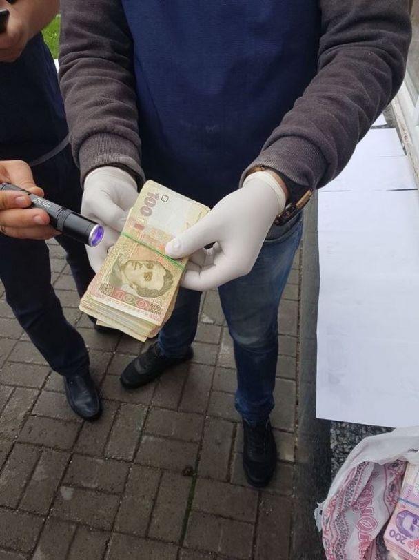 На Волыни полицейский погорел на взятке в 130 тысяч гривен