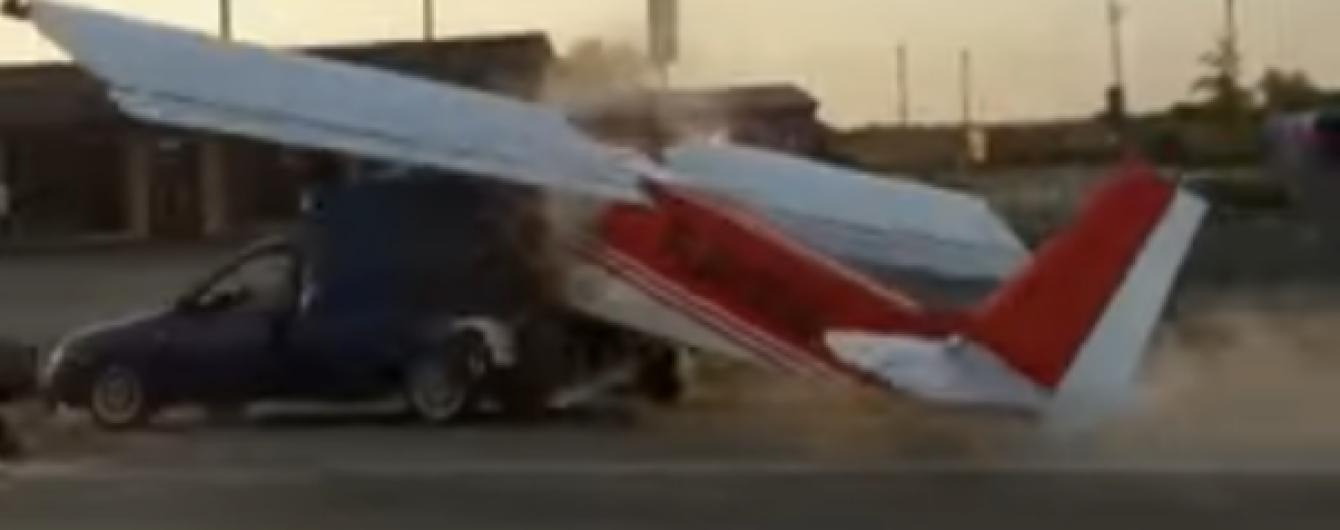 В Чечне самолет устроил необычное ДТП