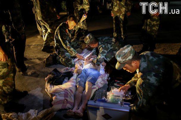 УКитаї під час землетрусу обрушився готель здвома тисячами людей