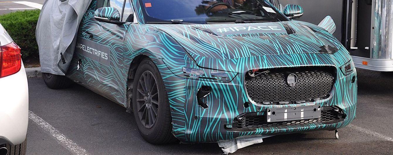 В Сети появились фото интерьера серийной версии электрокроссовера Jaguar I-Pace