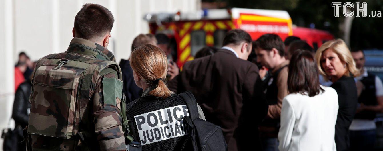 Наїзд авто на військових у Парижі назвали терактом