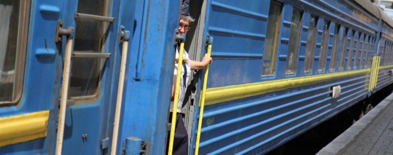 """В """"Укрзализныце"""" рассказали, что большинство пассажирских вагонов не имеют кондиционеров"""